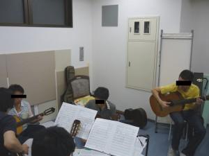 ギター合奏練習中